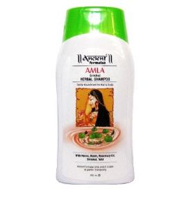 Le masque pour les cheveux des vitamines dans les ampoules contre la chute des cheveux